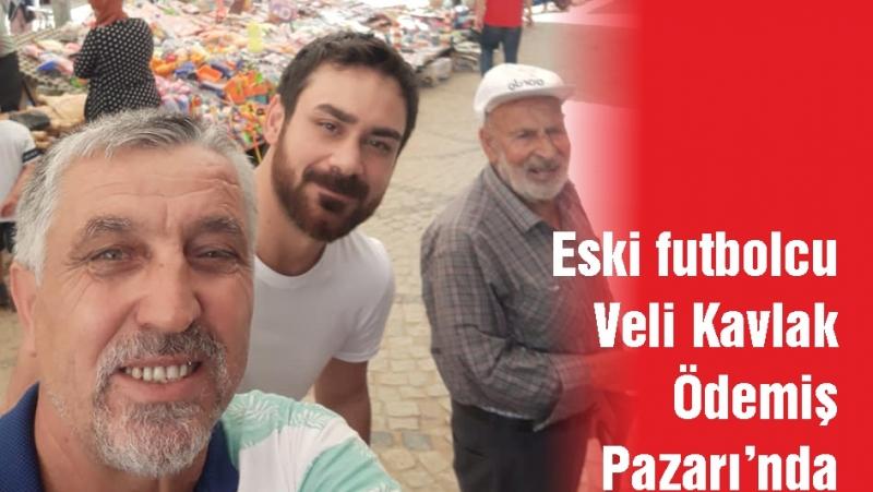 Eski futbolcu Veli Kavlak Ödemiş Pazarı'nda